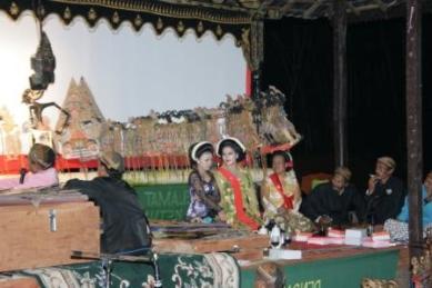 Wayang dan gamelan ini sudah di patenkan oleh Malaysia sebagai warisan budaya mereka